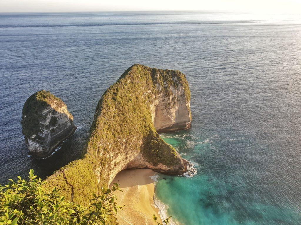 clinging beach, Nusa Penida, Indonesia