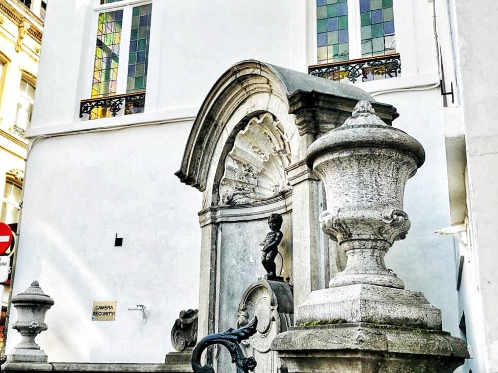 Manneken Pis, Brussels, Belgium, seeing boy statue