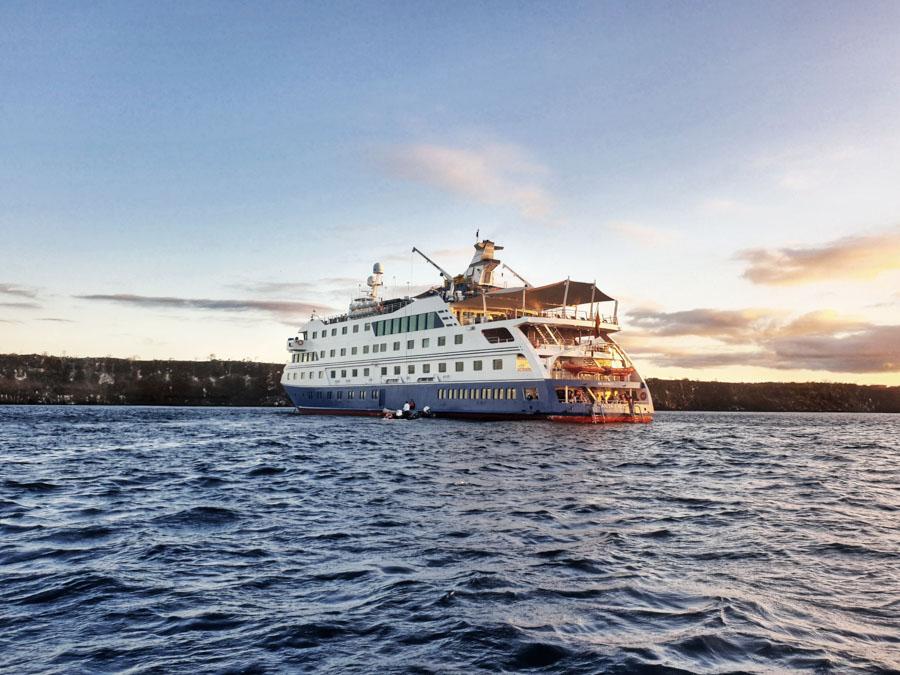 Santa Cruz II Cruise, Galapagos, Metropolitan Tours, Ecuador